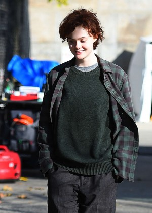 Elle Fanning on Three Generations set -01