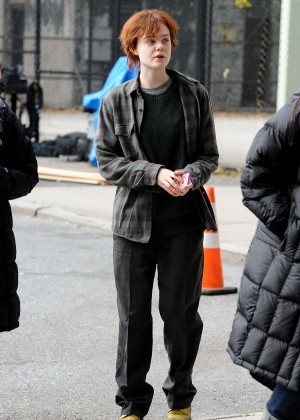 Elle Fanning on Three Generations set -07