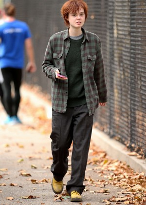 Elle Fanning on Three Generations set -12