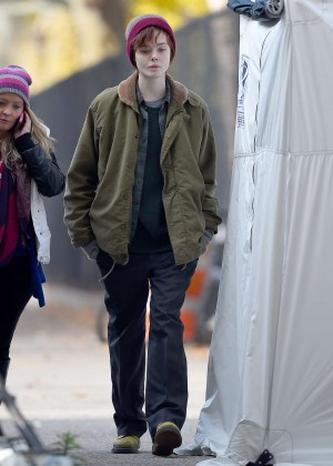 Elle Fanning on Three Generations set -13
