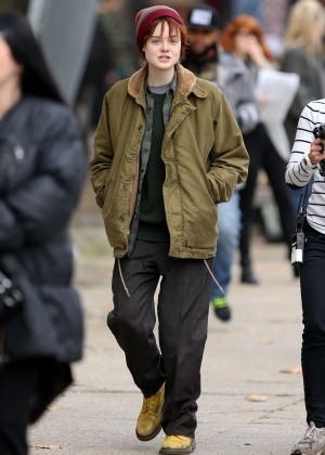 Elle Fanning on Three Generations set -32