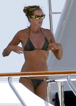 Elle Macpherson Bikini: in Sardinia 2014 -02