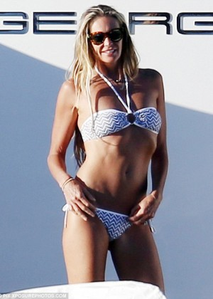 Elle Macpherson Bikini: in Sardinia 2014 -04