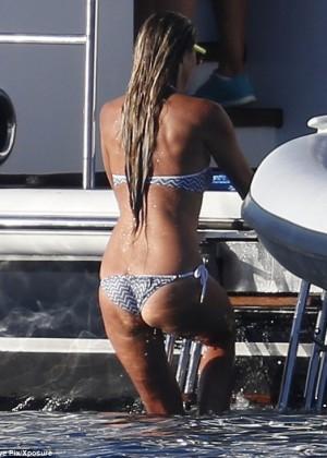 Elle Macpherson Bikini: in Sardinia 2014 -13
