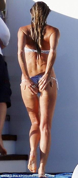 Elle Macpherson Bikini: in Sardinia 2014 -14