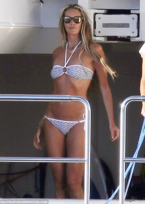 Elle Macpherson Bikini: in Sardinia 2014 -16