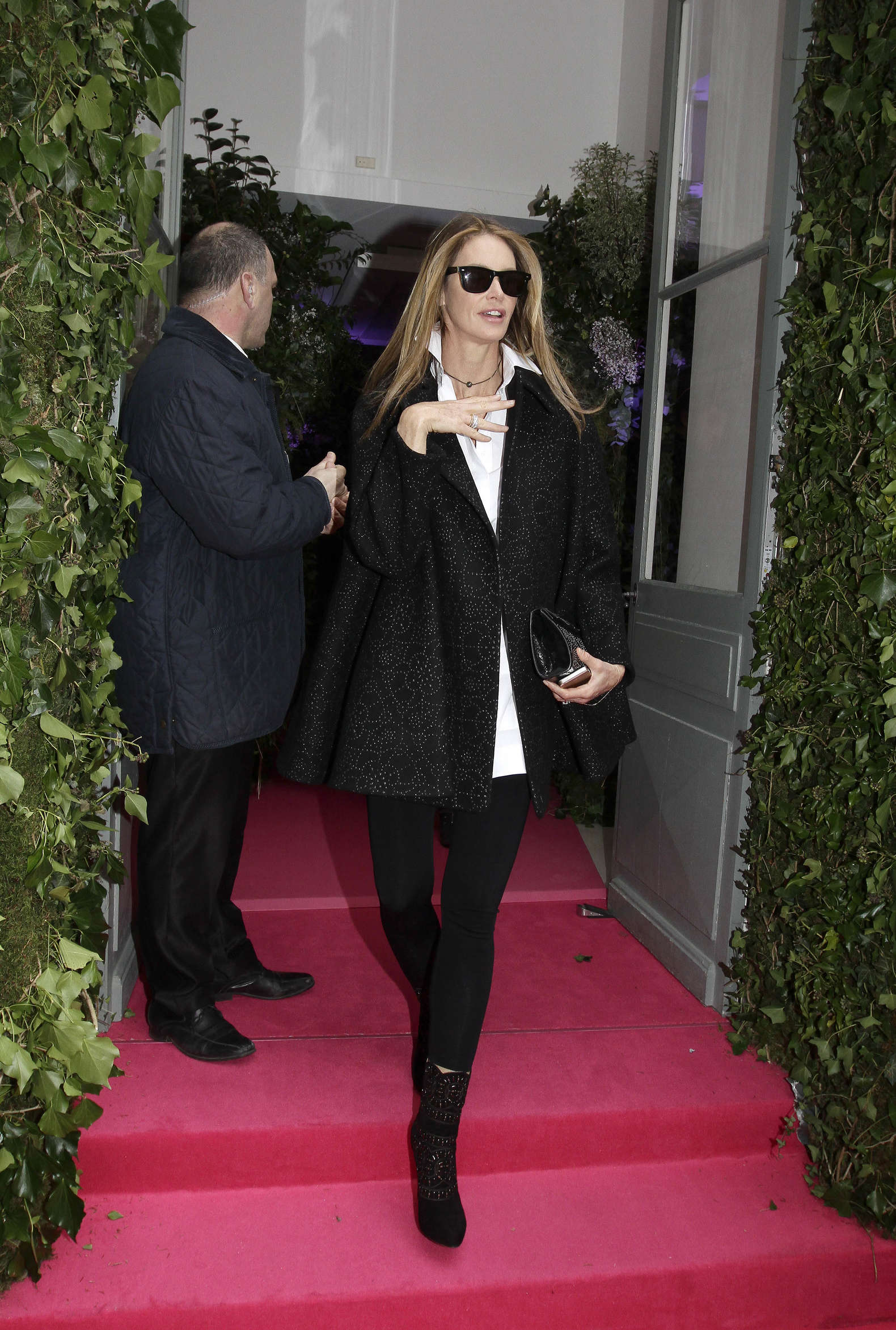 Elle macpherson 2014 fashion show in paris 02 gotceleb Good style fashion show cleveland 2014