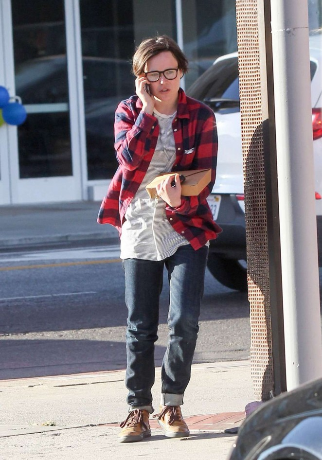 Ellen Page Street Style – out in Los Angeles