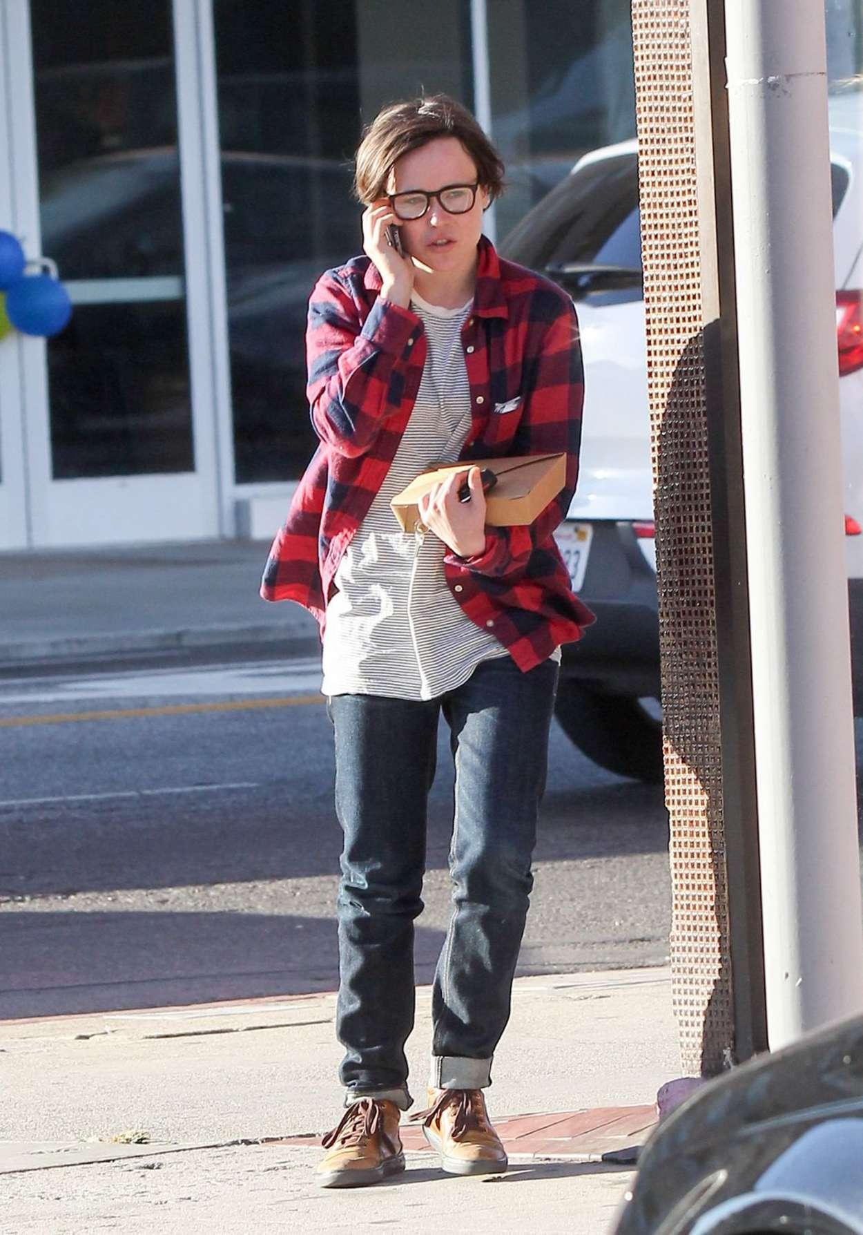 Ellen Page Street Style – out in Los Angeles | GotCeleb эллен пейдж
