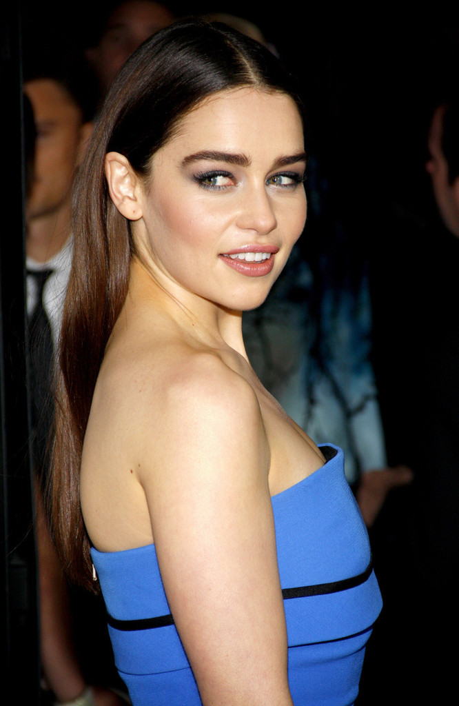 Galerry Full Sized Photo of emilia clarke game of thrones season 3 premiere
