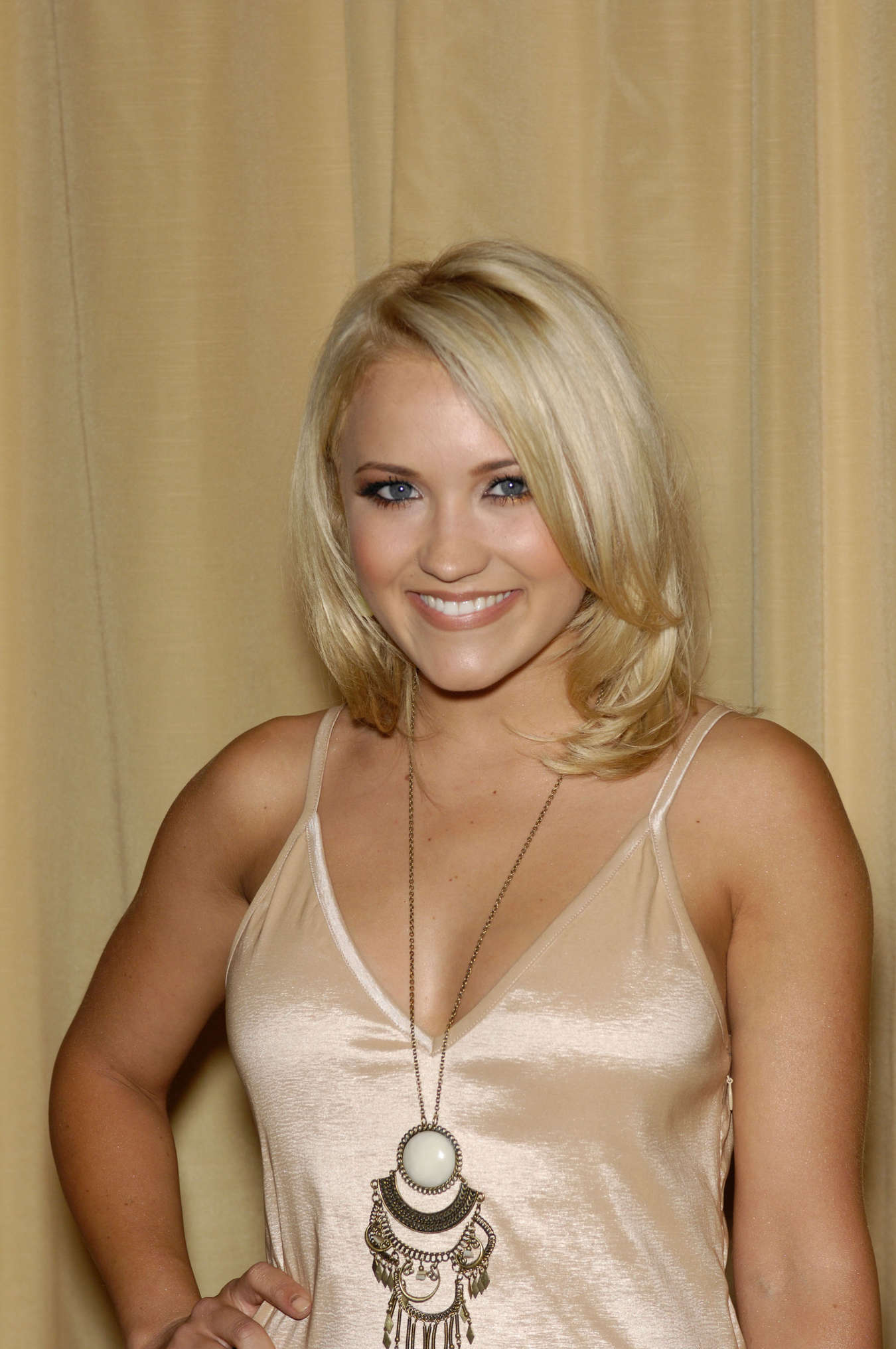 emily osment cleavage
