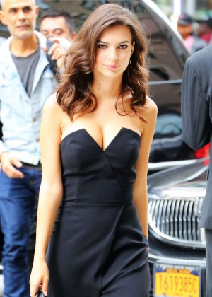 Emily Ratajkowski Street Style Out in NYC