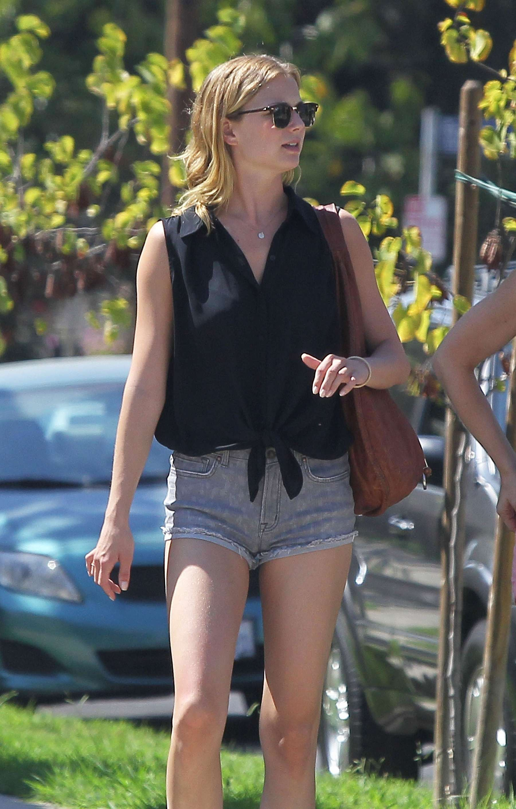 Emily VanCamp showing legs in denim shorts at Mustard Seed Cafe in Los Feliz