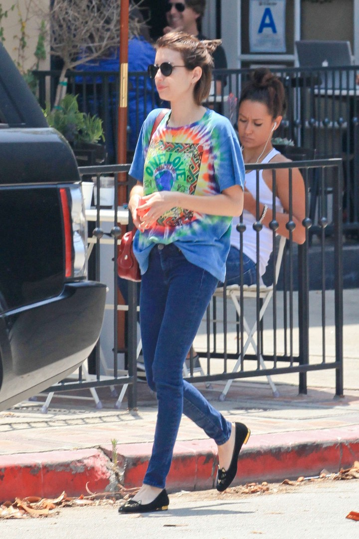Emma Roberts in Tight Jeans -04