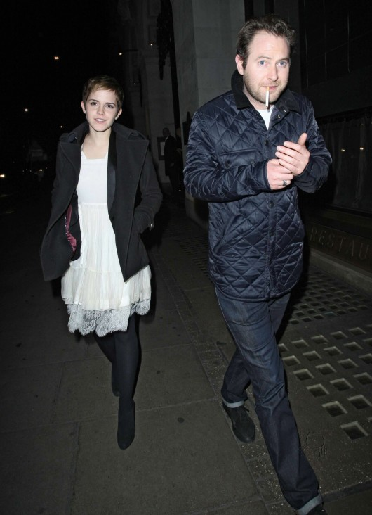 emma-watson-candids-at-the-wolseley-restaurant-in-london-02
