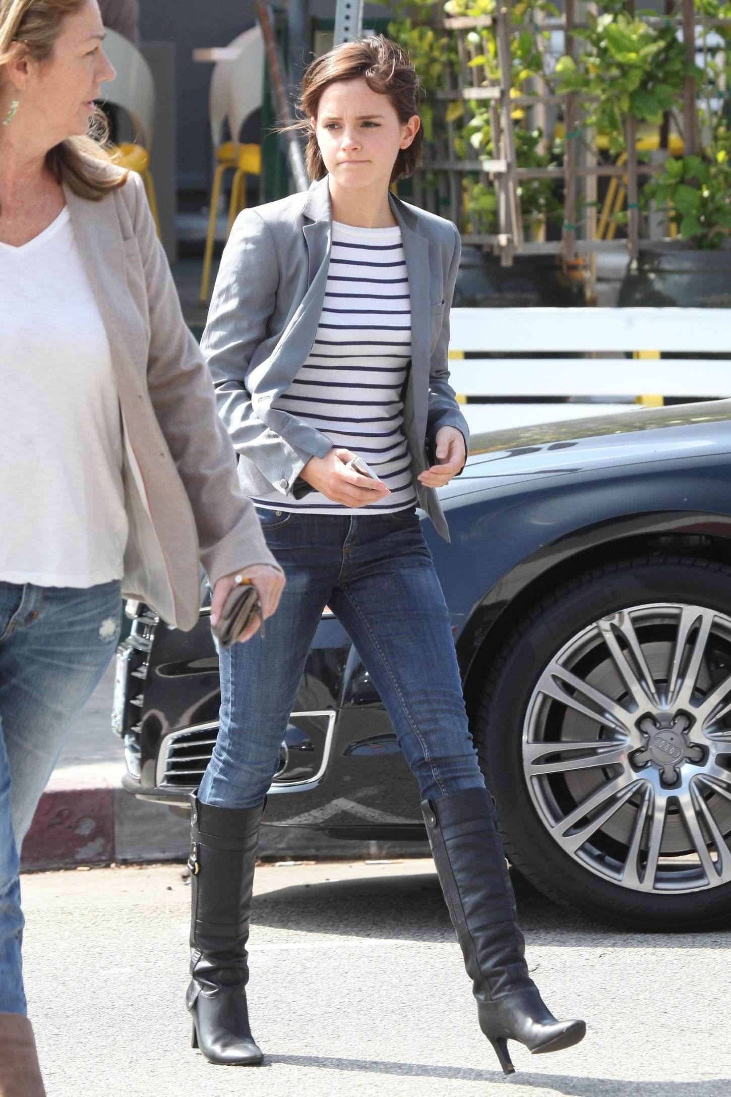 emma watson in jeans leaving lemonade rstaurantn06 � gotceleb