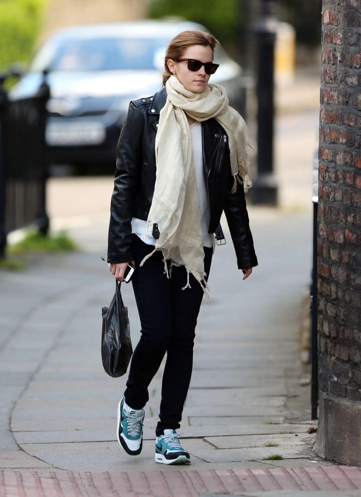 Emma watson casual style 10 gotceleb Emma watson fashion and style