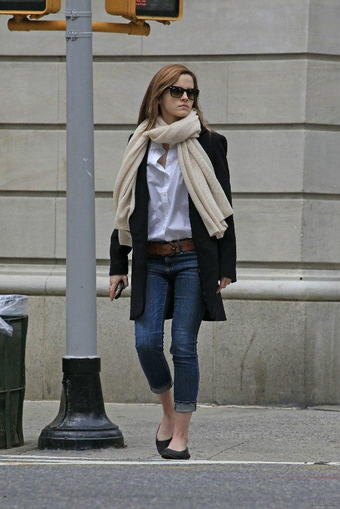 Emma Watson Casual Jeans Style 17 Gotceleb