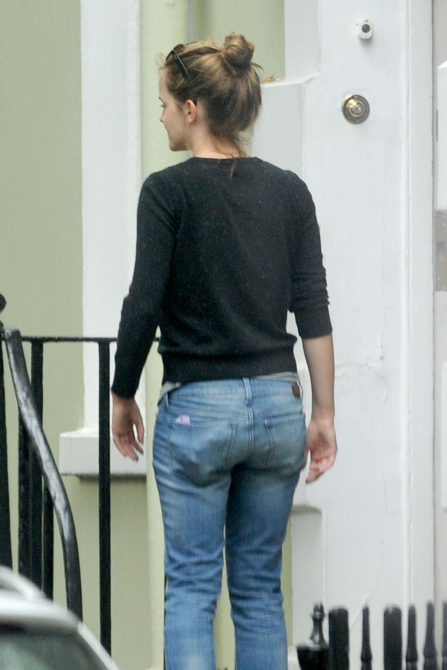 Emma Watson in Tight Jeans -01 – GotCeleb эмма уотсон