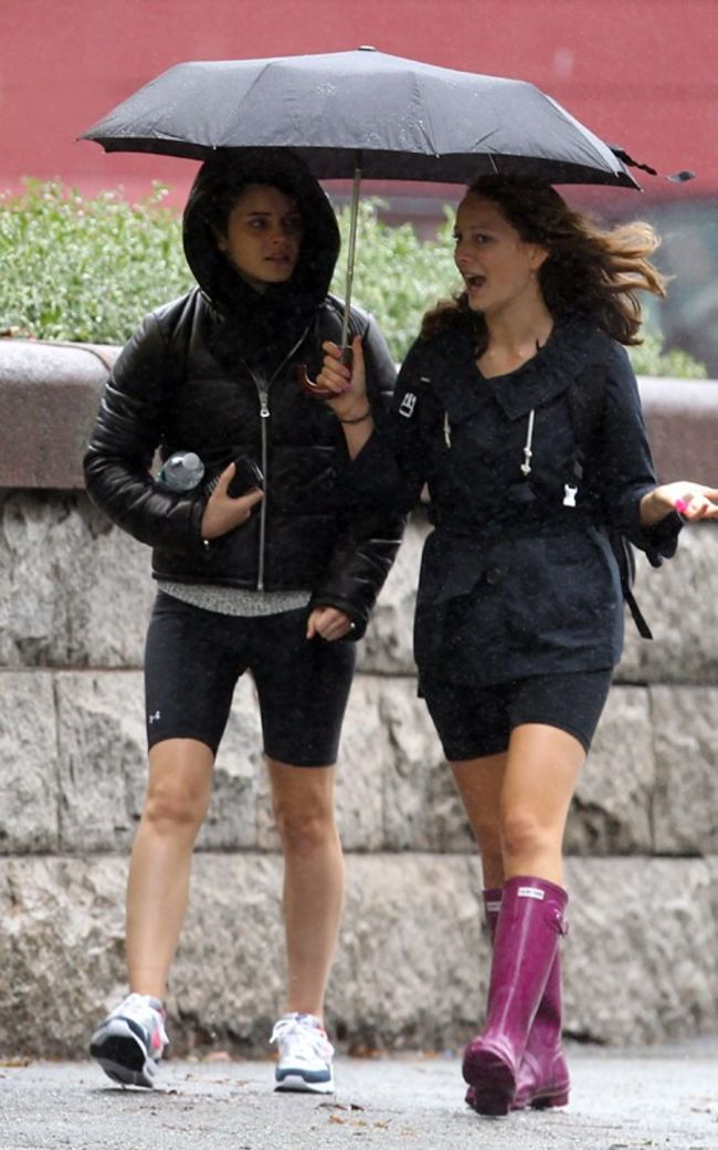 Emma Watson 2010 : emma-watson-spandex-candids-at-brown-university-oct-6-2010-03