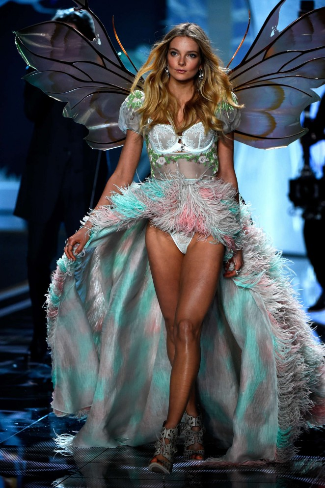 Eniko Mihalik: 2014 VS Fashion Show Runway -05