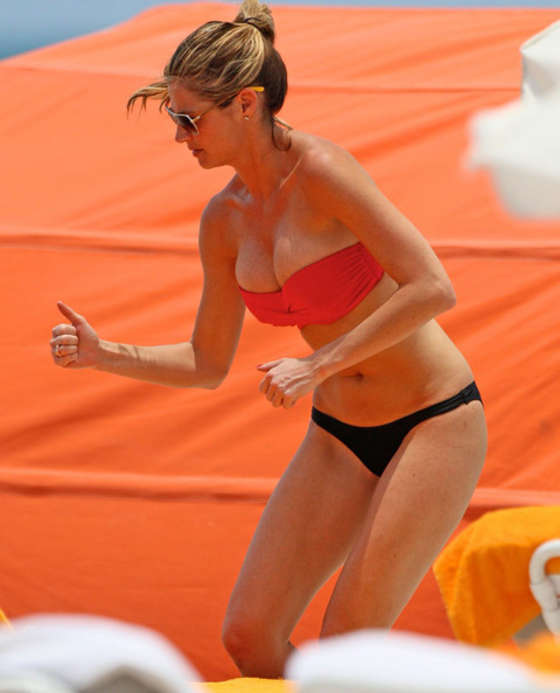 Erin Andrews - Bikini in Miami-19 - 31.6KB