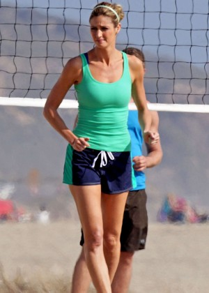 Erin Andrews Playing Volleyball -03