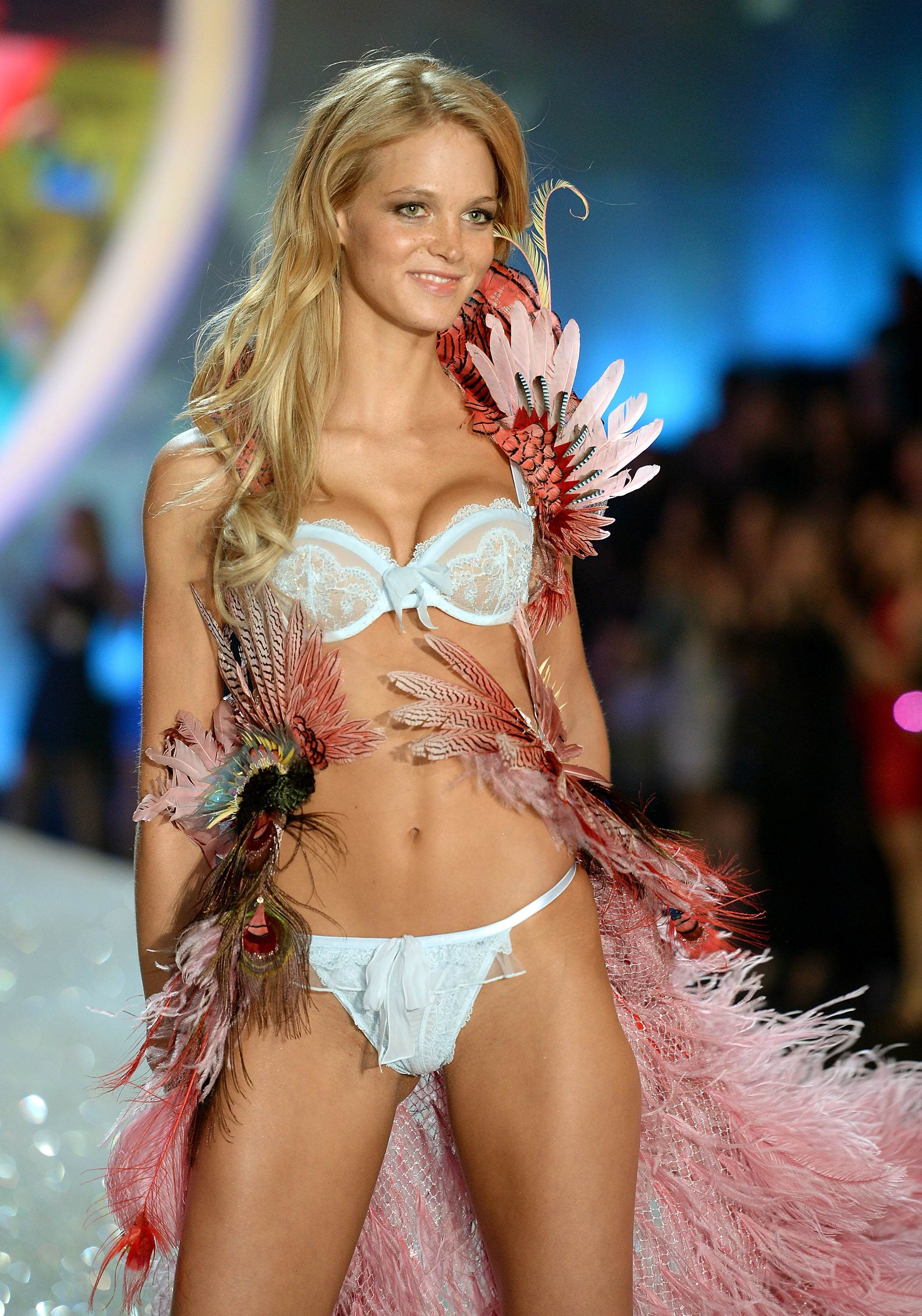 Erin Heatherton Victorias Secret Fashion Show Runway 2013 03 Gotceleb