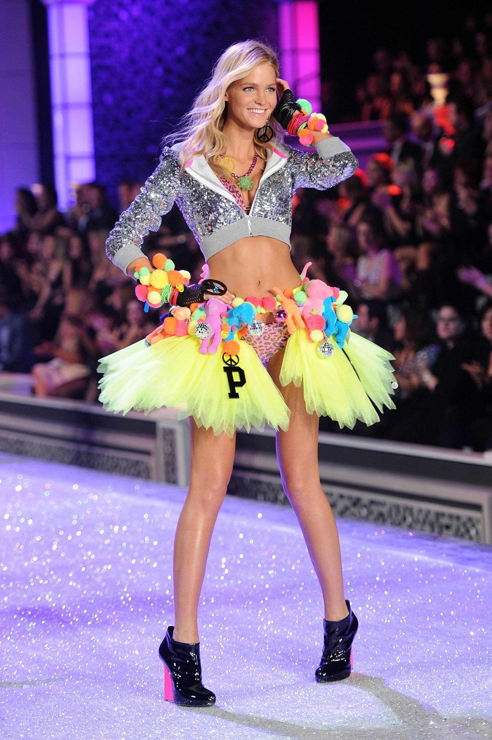 Victorias secret fashion show 2011 - Erin Heatherton Victorias Secret Fashion Show 2011 03 Full Size