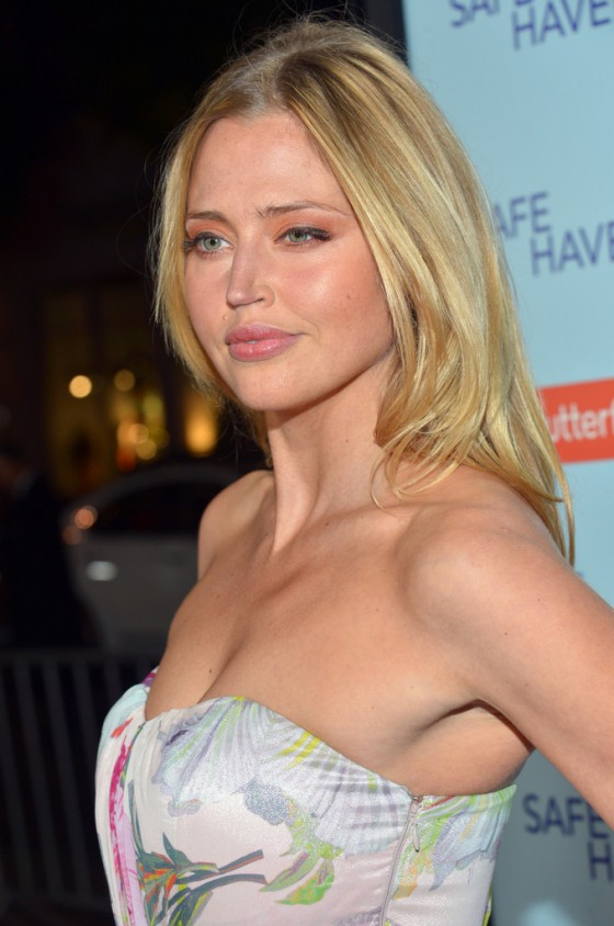 Estella Warren at Safe Haven Premiere-03