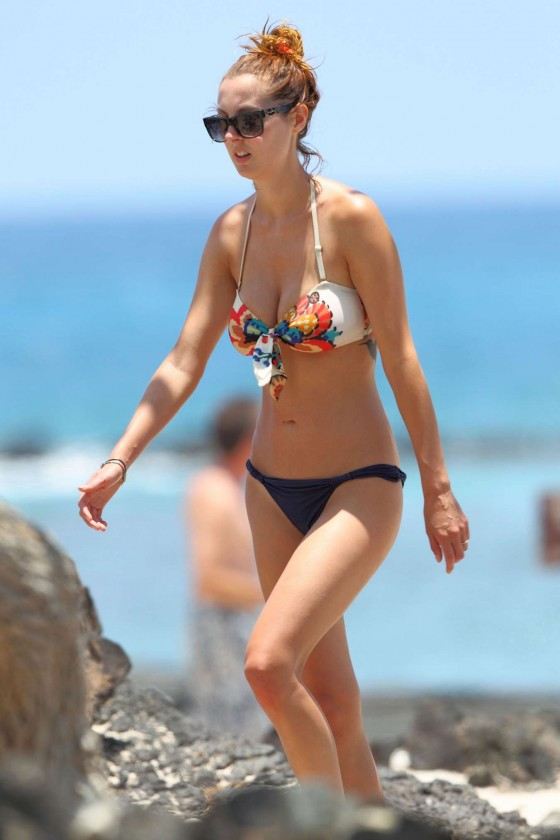 Eva Amurri Martino - Bikini candids in Hawaii