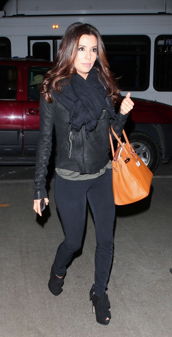 Eva Longoria wear black tight pants at LAX