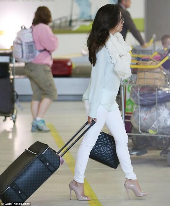 Eva Longoria - At the airport in Paris -02