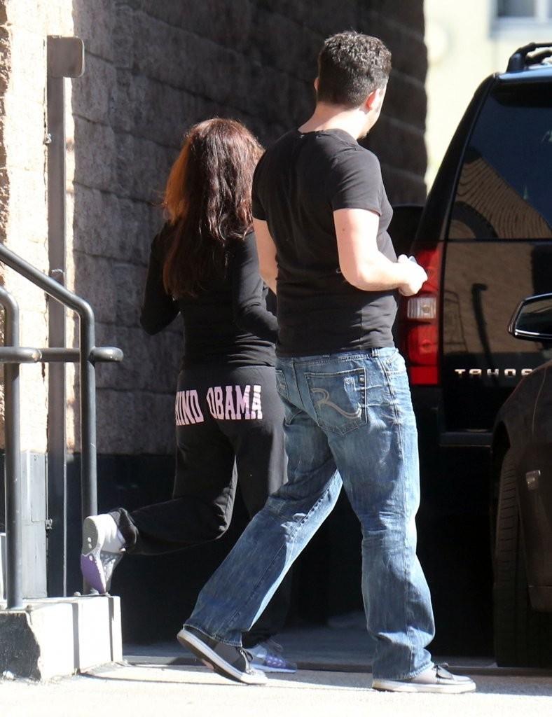 Eva Longoria 2013 : Eva Longoria – Behind Obama – heads to work in LA-06