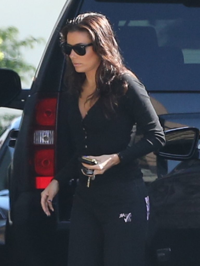 Eva Longoria 2013 : Eva Longoria – Behind Obama – heads to work in LA-13