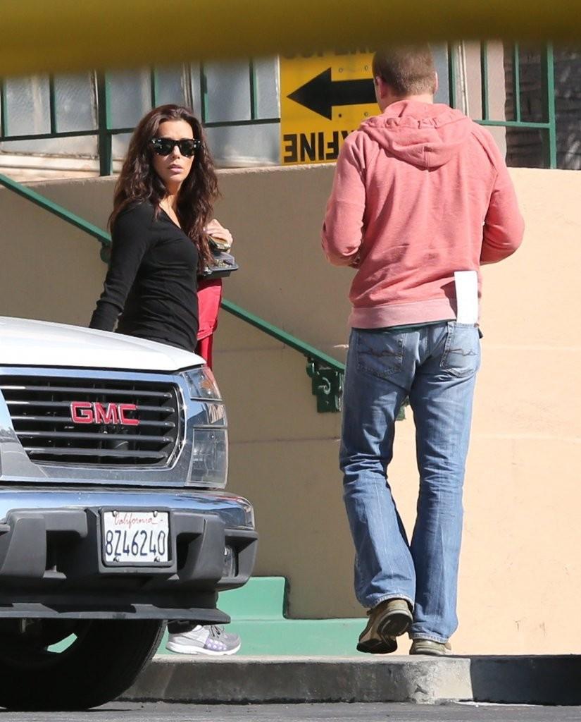 Eva Longoria 2013 : Eva Longoria – Behind Obama – heads to work in LA-14
