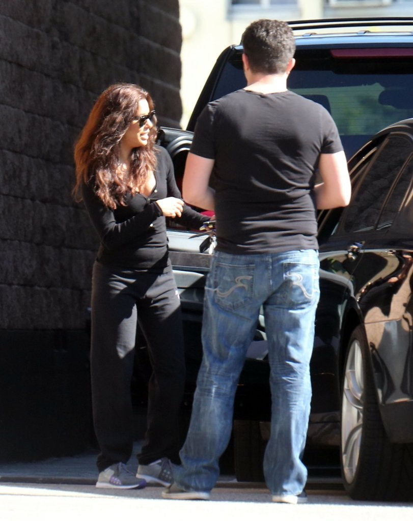 Eva Longoria 2013 : Eva Longoria – Behind Obama – heads to work in LA-19