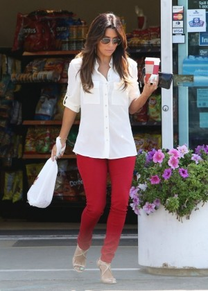 Eva Longoria in Red Pants Grabbing some coffee in Hollywood