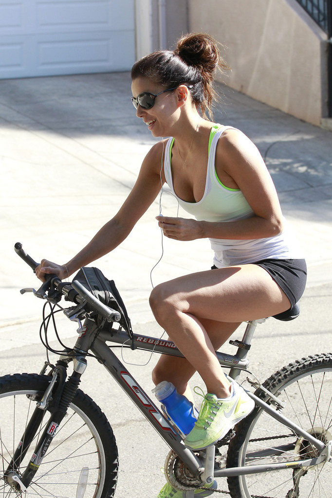 Eva Longoria Photos: Riding a bike in Los Angeles -07