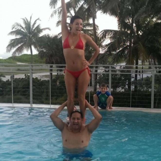 Eva red bikini pics 276