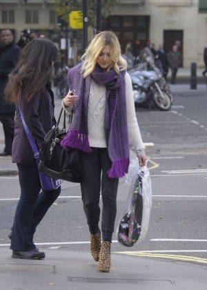 Fearne Cotton in tight jeans -03