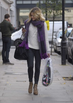 Fearne Cotton in tight jeans -04