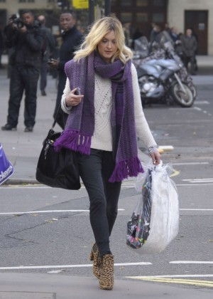 Fearne Cotton in tight jeans -05