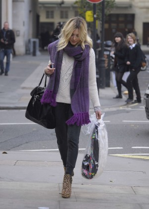 Fearne Cotton in tight jeans -06
