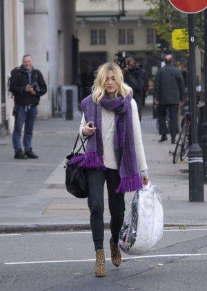 Fearne Cotton in tight jeans -08