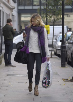 Fearne Cotton in tight jeans -09