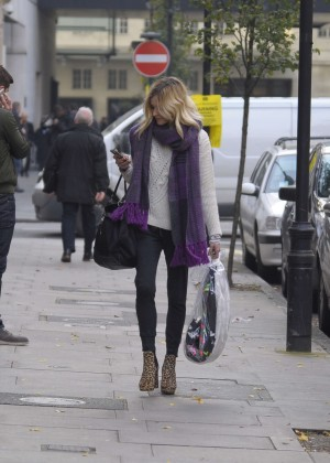 Fearne Cotton in tight jeans -10