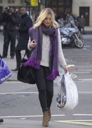 Fearne Cotton in tight jeans -11