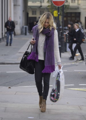 Fearne Cotton in tight jeans -12