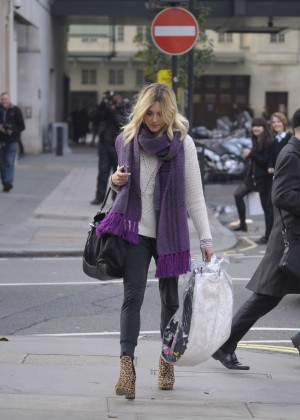 Fearne Cotton in tight jeans -14